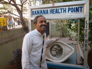 Dr. Prakash and his original banana cart.