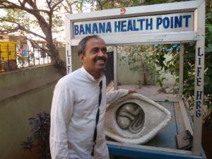 Dr. Prakash and his original banana cart.