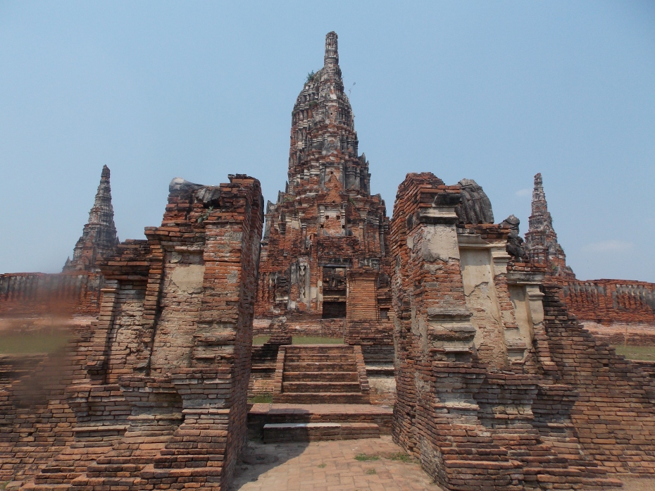 The ruins of Wat (temple) Chai Watthanatam