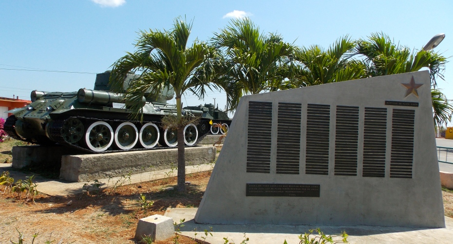 In the romanticized version of the Bay of Pigs, Castro himself drove the tank in the background.